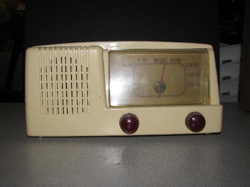General Electric Model 401 Table Radio