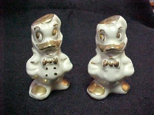 Disney Signed Donald Duck Gold/White Salt/Pepper Shakers