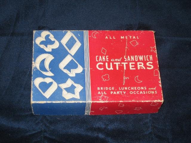Cake and Sandwich Cutters vintage, in original box