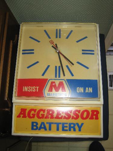Marathon Aggressor Battery electric clock, it works! VINTAGE