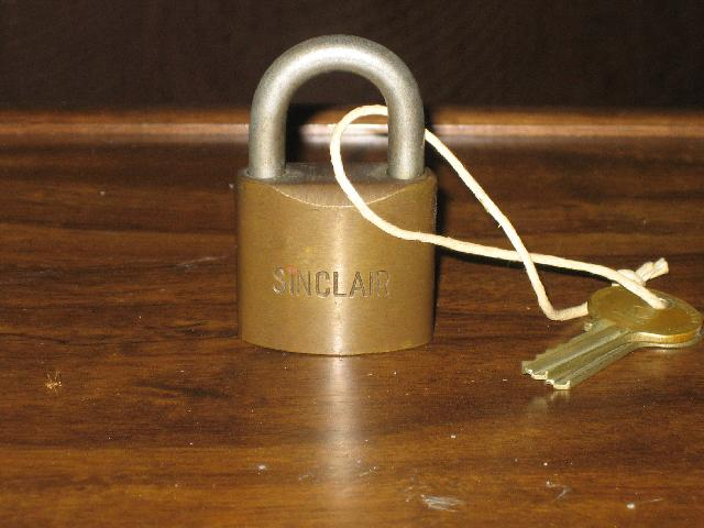Sinclair gas pump padlock, brass, 2 original keys, VINTAGE!