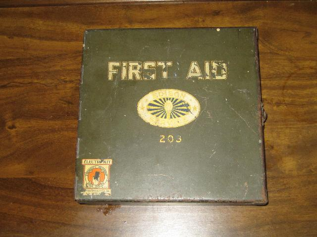 Edison Service First Aid steel box, with side latch, VINTAGE
